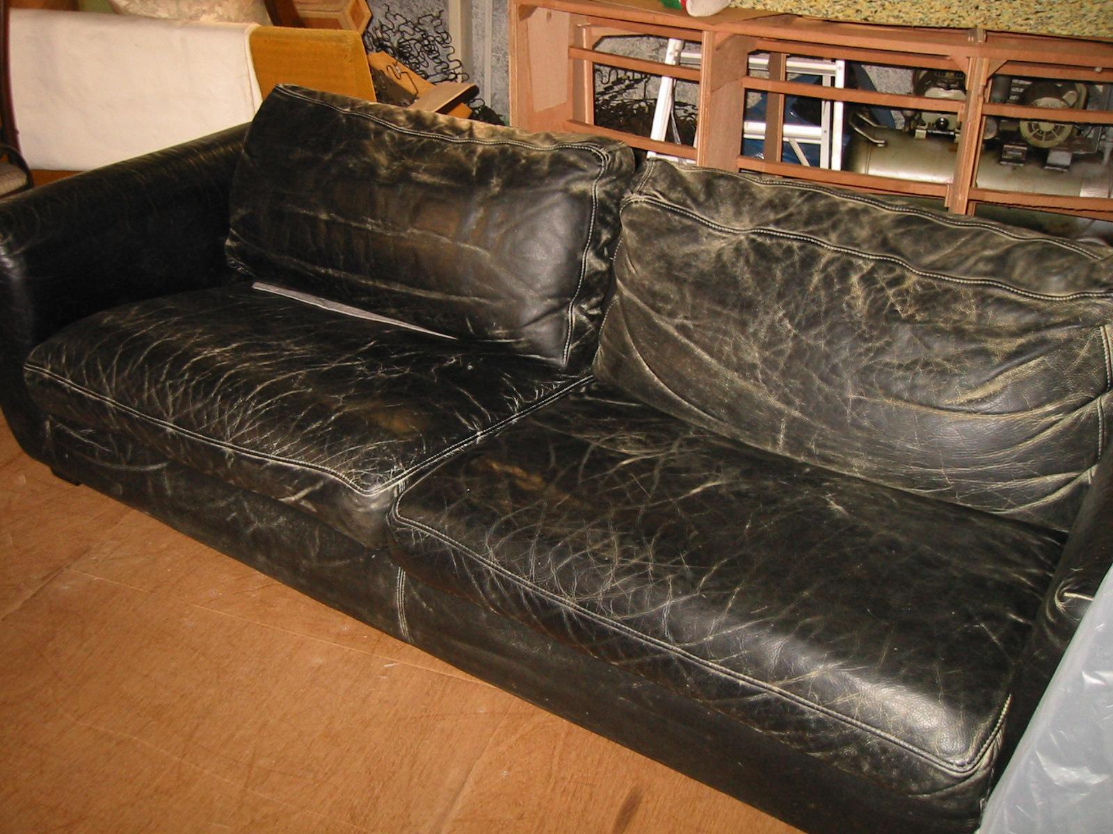 張り替え前の黒の本革ソファー