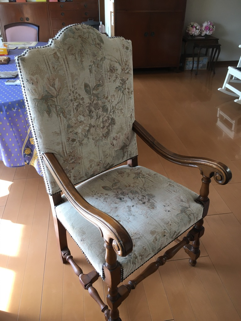 張り替え前 10年以上前の弊社の施工椅子